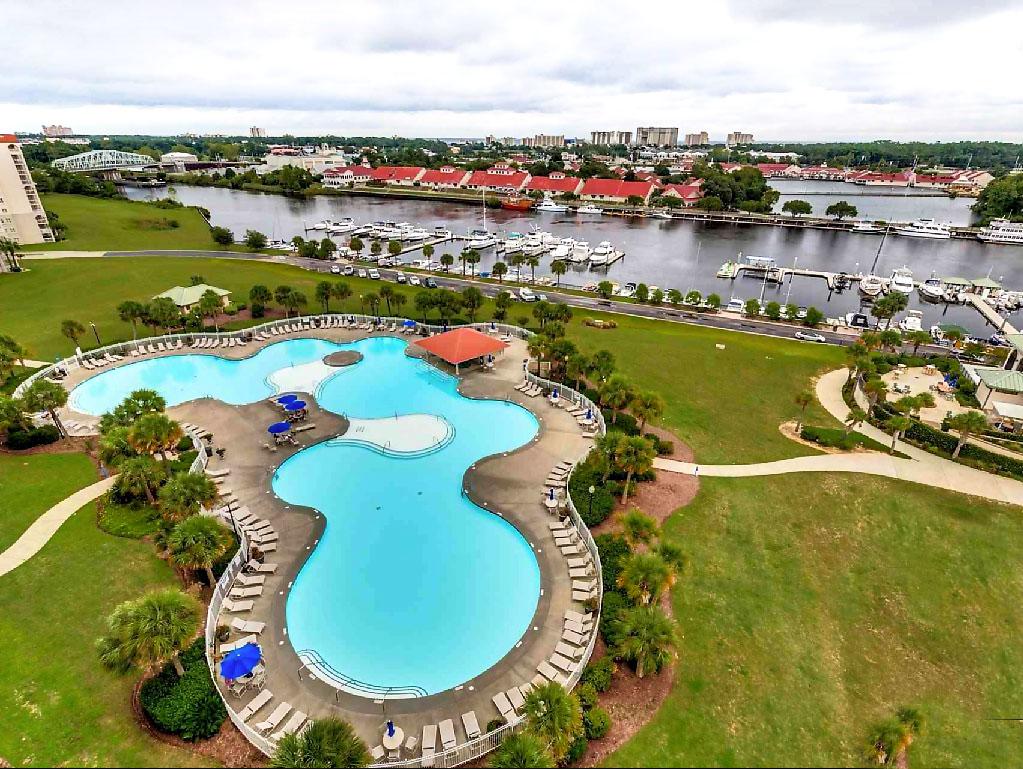 Barefoot Resort Yacht Club Villas